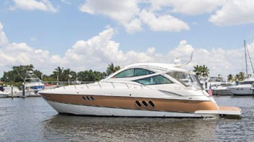 Cruisers Yachts 520 Sports Coupe