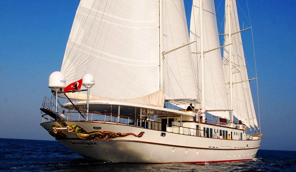 Крейсерская яхта фото