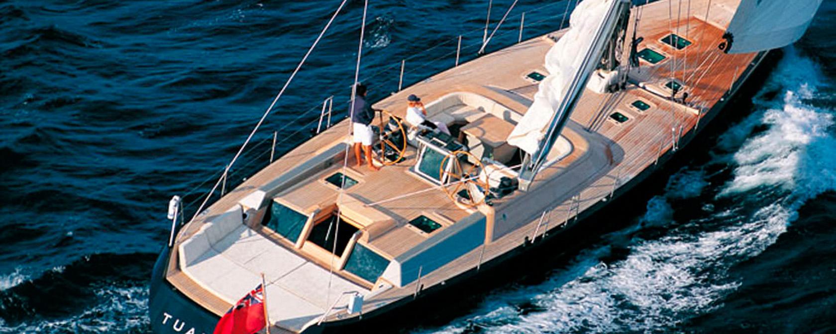 Яхты с центральным или защищенным кокпитом