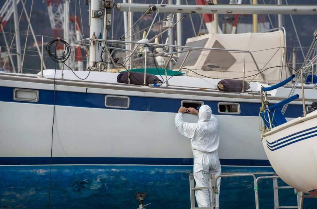 Как подготовить яхту или катер к зимней парковке