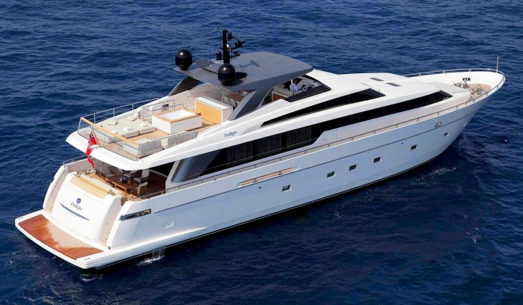 Моторная яхта А класса фото